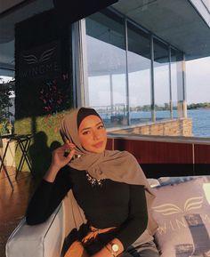 Source by aitbaoune hijabi outfits Modest Fashion Hijab, Modern Hijab Fashion, Street Hijab Fashion, Modesty Fashion, Casual Hijab Outfit, Hijab Fashion Inspiration, Muslim Fashion, Fashion Outfits, 80s Fashion