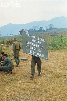 https://flic.kr/p/6E6nRs | U1589809-7 | 10 Apr 1968, Khe Sanh, South Vietnam --- US Army Troopers with Sign --- Image by © Bettmann/CORBIS