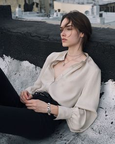 looks infinitely chic in the Causette – a delicate creamy hued blouse with a touch of s Look Fashion, Korean Fashion, Womens Fashion, Fashion Trends, Classy Outfits, Chic Outfits, Looks Kate Middleton, Mode Hipster, Looks Street Style