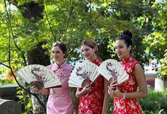 Qipao dresses . . #flashbackfriday #qipao #international #festival #hangzhou #zhejiang #gongshu #traditional #chinese #dress #red #pink #oldest #civilization #beautiful #fan #ladies #sunny #day #china🇨🇳