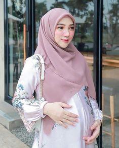 Pretty Pregnant, Abaya Fashion, Maternity Pictures, Pregnancy, Sexy, Abaya Style, Model, Saudi Arabia, Beautiful