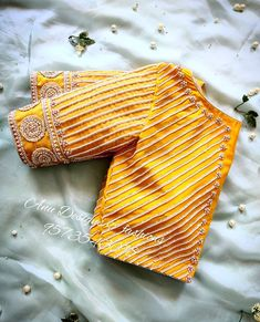 Top Latest and Trendy Blouse Designs For Saree - Source by - Wedding Saree Blouse Designs, Pattu Saree Blouse Designs, Fancy Blouse Designs, Blouse Back Neck Designs, Stylish Blouse Design, Maggam Works, Bedroom Green, Sharara Suit, Salwar Kameez