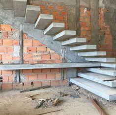 """5,485 curtidas, 42 comentários - Brasil engenharia e construção (@construnote) no Instagram: """"Com louvor! Escada de concreto armado com degraus em balanço engastados em viga inclinada embutida…"""" #fachadasdecasas"""