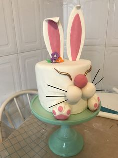 #bunnycake #theroyalsweet #fondantcake #cake #frangonzalez #conejo #pascua #tartapastel Fondant, Cake, Sweet, Desserts, Pie Cake, Fondant Icing, Cakes, Deserts, Dessert