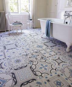 Chic and amazing PVC floors - Trendy Home Decorations Dalle Pvc, Sol Pvc, Pvc Flooring, Parquet Pvc, Bathroom Flooring, Floors, Tile Patterns, Beautiful Bathrooms, Clawfoot Bathtub