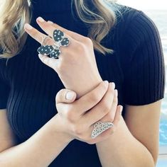 Watch this glamorous butterfly come to life with a simple bend of your finger 🦋✨ Item #: 927324, 944425 Trendy Jewelry, Jewelry Trends, Face Jewellery, Front Back Earrings, Butterfly Ring, Midi Rings, Geometric Jewelry, Finger, Glamour