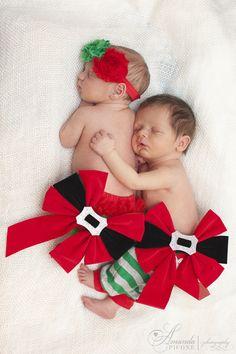 Christmas newborn twins www.amandapicone.com