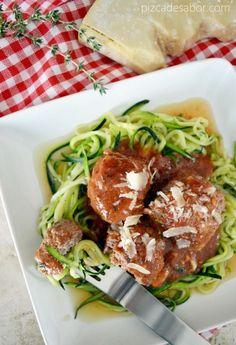 Espagueti de zucchini o calabacita con albóndigas y salsa de tomate (sin pasta, sin gluten, sin carbohidratos)