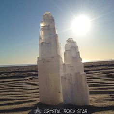 Selenite crystal towers for home decor. Chakra Crystals, Chakra Stones, Sacred Geometry Art, Healing Crystal Jewelry, Crystal Decor, Healing Meditation, Tumbled Stones, Venice Beach, Towers