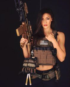 Airsoft hub is a social network that connects people with a passion for airsoft. Talk about the latest airsoft guns, tactical gear or simply share with others on this network Lauren Young, Short Fitness, Outdoor Girls, Military Women, Military Army, Female Soldier, Female Armor, Army Soldier, Warrior Girl