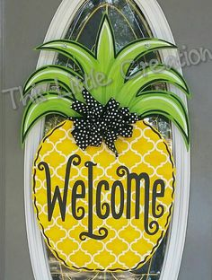 Pineapple Welcome Door Hanger by ThisLittleCreation on Etsy Painted Doors, Wooden Doors, Wooden Signs, Welcome Door, Burlap Door Hangers, Wooden Hangers, Wooden Cutouts, Spring Door, Up House