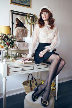 Louise Ebel (Miss Pandora) Cozy Fashion, Paris Fashion, Fashion Beauty, Girl Fashion, Outfits Otoño, Classy Outfits, Fashion Outfits, Pantyhose Outfits, Pantyhose Legs