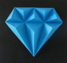 Blue+SAPPHIRE+S+malou+trochou+snažení,+slož+si+drahé+kamení.+Budete+potřebovat:+nůžky,+lepidlo,+pravítko,+troch+času+a+trpělivost+Obtížnost:+lehká+Velikost+:+21x21x3cm+Obsah:+5+dílů+-+instrukce+Pro+naše+2,5Dmodely+používáme+kvalitnístálobarevné+papíry+s+vysokou+gramáží.