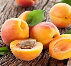 Grow your own apricots in a planter - Gardening Tips, Fruit Orchard, Fruits, Food, Potted Plants Healthy Eyes, Healthy Snacks, White Balsamic Vinegar, Orange Fruit, Orange Color, Dried Apricots, Seasonal Food, Seasonal Fruits, Fruit In Season