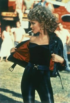 fashion trends Grease Olivia Newton-John big curly blonde hair perm black top and shiny black leggings black leather jacket with red lining wide belt and a cigarette Source by emelano Ideas outfits # Leather Pants Outfit, Black Leather Pants, Leather Leggings, Blonde Hair Perm, Curly Blonde, Look Disco, Look 80s, Fashion Outfits, Fashion Tips