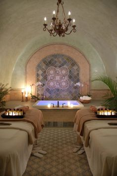 SPA TREATMENTS AT A LUXURY SPA