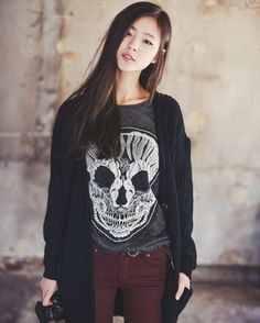45 Edgy Fashion Outfits to look Forever Young - Latest Fashion Trends - 45 Edgy Fashion Outfits to look Forever Young & Latest Fashion Trends Korean Fashion Trends, Asian Fashion, Latest Fashion Trends, Edgy Outfits, Cute Outfits, Fashion Outfits, Fashion Tips, Fashion Design, Outfit Pantalon Vino