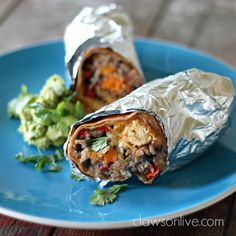 Fajita chicken burritos loaded with all sorts of yummy textures and colors like sweet potato and black beans. Chicken Fajita Casserole, Baked Chicken Fajitas, Chicken Burritos, Chipotle Chicken, Mexican Dishes, Mexican Food Recipes, Ethnic Recipes, Cooking Recipes, Healthy Recipes