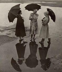 Toni Frissell photo for Junior Bazaar, 1947 Vintage Outfits, Vintage Fashion, Alfred Stieglitz, Yellow Raincoat, Harpers Bazaar, Fashion History, New York Fashion, Fashion Photography, Weather