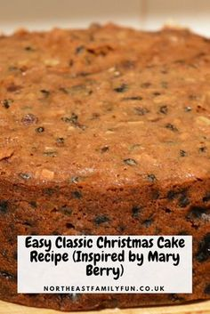 Easy Classic Christmas Cake Recipe (Inspired by Mary Berry) - Cake Recipes English Christmas Cake Recipe, Mini Christmas Cakes, Christmas Desserts, Christmas Recipes, Christmas Fruit Cake Recipe, Christmas Fruitcake, Xmas Cakes, Christmas Goodies, Holiday Recipes