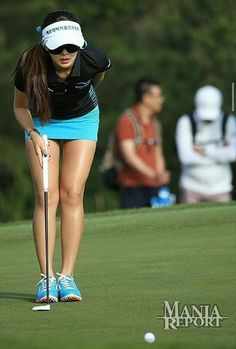 Expert Golf Tips For Beginners Of The Game. Golf is enjoyed by many worldwide, and it is not a sport that is limited to one particular age group. Not many things can beat being out on a golf course o Girls Golf, Ladies Golf, Women Golf, Humour Golf, Golf Sexy, Golf Player, Golf Lessons, Fitness Women, Body Motivation