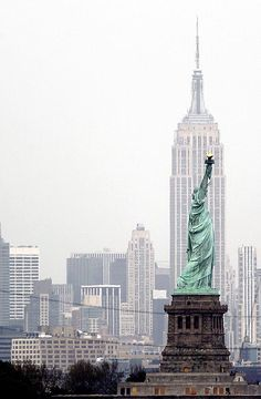 New York City, Empire State Building, Statue of Liberty Empire State Building, Empire State Of Mind, Oh The Places You'll Go, Places To Travel, Places To Visit, New York City, Magic Places, Voyage New York, I Love Ny