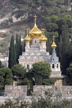 Russian Orthodox Church of Mary Magdalene, Jerusalem, Israel Church Architecture, Amazing Architecture, Beautiful Buildings, Beautiful Places, Places Around The World, Around The Worlds, Heiliges Land, Terra Santa, Mary Magdalene Church