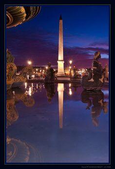 Le reflet de l'Obélisque, place de La Concorde.