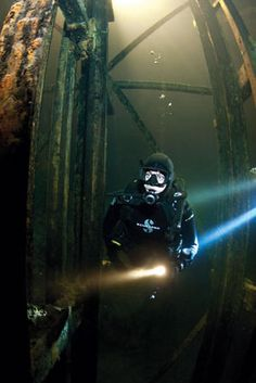 Scuba diving Bonne Terre Mine in Missouri Best Scuba Diving, Scuba Diving Gear, Cave Diving, Sea Diving, Underwater Photos, Underwater World, Underwater Photographer, Scuba Diver Costume, Scuba Diving Pictures