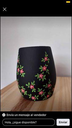 Flower Pot Art, Flower Pot Design, Painted Plant Pots, Painted Flower Pots, Pottery Painting Designs, Pottery Designs, Decorated Flower Pots, Vase Crafts, Glass Bottle Crafts