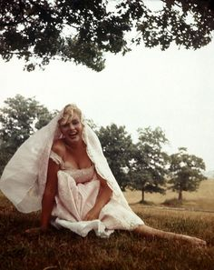 the always&forever marvelous marilyn monroe--absolutely divine. photograph by sam shaw. via: buzzfeed.com