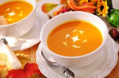 Easy Butternut Soup Recipe: This no-fuss recipe is perfect for your first time making this fall favorite! | via @SparkPeople #autumn #comfort #food