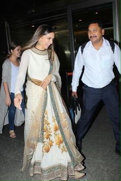 Deepika Padukone spotted at Mumbai airport❤