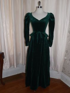 Manor House Hotel, Victorian Fashion, Emerald Green, Awesome, Amazing, Sick, Plush, Velvet, Dresses With Sleeves