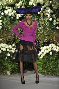 Chanel Iman au défilé Christian Diot Haute Couture automne-hiver 2009-2010 http://www.vogue.fr/thevoguelist/dior/150#