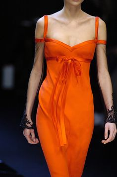 Valentino Orange Gown would look amazing on caramel skin color too. Estilo Fashion, Fashion Moda, Look Fashion, Fashion Details, High Fashion, Fashion Design, Orange Outfits, Orange Dress, Orange Clothes