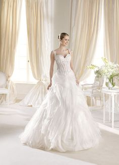 Wedding Dress Photos - Find the perfect wedding dress pictures and wedding gown photos at WeddingWire. Browse through thousands of photos of wedding dresses. Prom Dresses Under 200, Wedding Dresses Sydney, Wedding Dress Organza, Wedding Dresses With Straps, Wedding Dress Pictures, Wedding Dresses Photos, Modest Wedding Dresses, Perfect Wedding Dress, Bridal Dresses