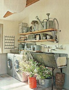Idea to use watering cans on shelf