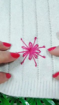 Hand Embroidery Videos, Embroidery Flowers Pattern, Creative Embroidery, Simple Embroidery, Hand Embroidery Patterns, Sewing Patterns, Sewing Basics, Sewing Hacks, Sewing Tutorials