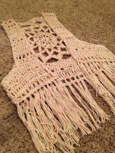 "Este chaleco es una bonita opc ""Crochet Patterns Coat Vest with fringes and granny square square on the back crochet crochet imag ."", ""No pattern - imag - Salvabrani Gilet Crochet, Crochet Vest Pattern, Crochet Blouse, Crochet Shawl, Knit Crochet, Crochet Patterns, Crochet Vests, Crochet Waistcoat, Crochet Fringe"