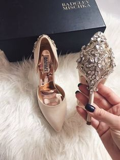 Comfortable Pumps Shoes Heels has never been so Adorable! Discover more about Cute Comfortable Pumps Shoes Heels and find your shoes fashion Today. Fancy Shoes, Cute Shoes, Me Too Shoes, Sock Shoes, Shoes Heels Pumps, Sandals, Wedding Heels, Prom Shoes, Bridal Shoes