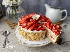 Mandlový dort s jahodami - Víkendové pečení Pavlova, Cheesecake, Waffles, Pie, Breakfast, Foods, Torte, Morning Coffee, Food Food