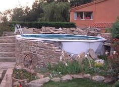 Habillage pierre pour piscine Above Ground Pool, In Ground Pools, Dyi Pool, Piscine Diy, Design Jardin, Underground Homes, Backyard Patio Designs, Pool Landscaping, Pool Houses