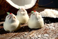 Bombom Suiço ::: #atteliededoces #docesfinos #carolinadarosci #casamento #sobremesa #docinhos #docesgourmets #mesadedoces #artesanal #chocolate #suiço #coco