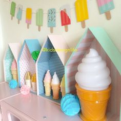 Ice creams all over! I Kids Design Life INTERIOR | KIDS | DIY | CRAFT - little house shaped shelves with ice cream decor accessories, popsicle garland.