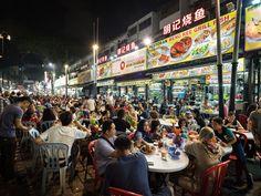 Ganz viele Menschen in der Streetfoodstraße Jalan Alor Kuala Lumpur, Times Square, Marketing, Kiosk, Travel, Box, Fun Places To Go, Travel Report, Travel Advice