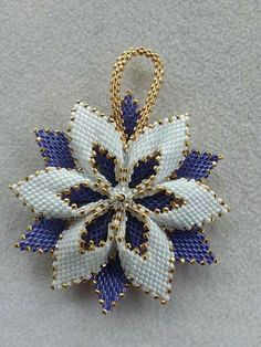 Sakura 桜「さくら」is the Japanese word for cherry blossom. They're a symbol of Japan, and I can't decide if they're more famous than Mt. And while I've made small sakura before, I have never made one quite this size.How to make a beaded star - Beaded Jewelry Designs, Bead Jewellery, Beaded Christmas Ornaments, Christmas Jewelry, Peyote Patterns, Beading Patterns, Peyote Beading, Beading Projects, Bead Art