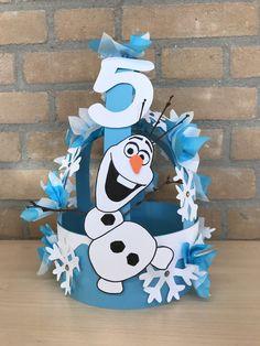 Frozen Olaf verjaardagsmuts Mad Hatter Costumes, Mad Hatter Hats, Mad Hatters, Crazy Hat Day, Crazy Hats, Frozen Birthday Theme, Happy Birthday, Twin Halloween, Halloween Costumes