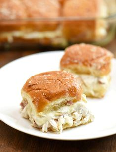 Chicken Bacon Ranch Sliders on a white plate Hawain Roll Sandwiches, Shredded Chicken Sandwiches, Shredded Chicken Recipes, King Ranch Chicken, Chicken Bacon Ranch, King Hawaiian Rolls, Slider Recipes, Burger Recipes, Chicken Sliders