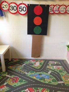 Thema verkeer | Tips voor de kinderopvang Transportation, Kindergarten, Stage, Kids Rugs, School, Kid Friendly Rugs, Kindergartens, Preschool, Pre K
